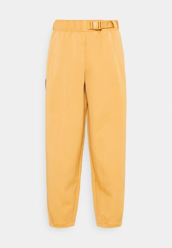 Pantalones - bucktan