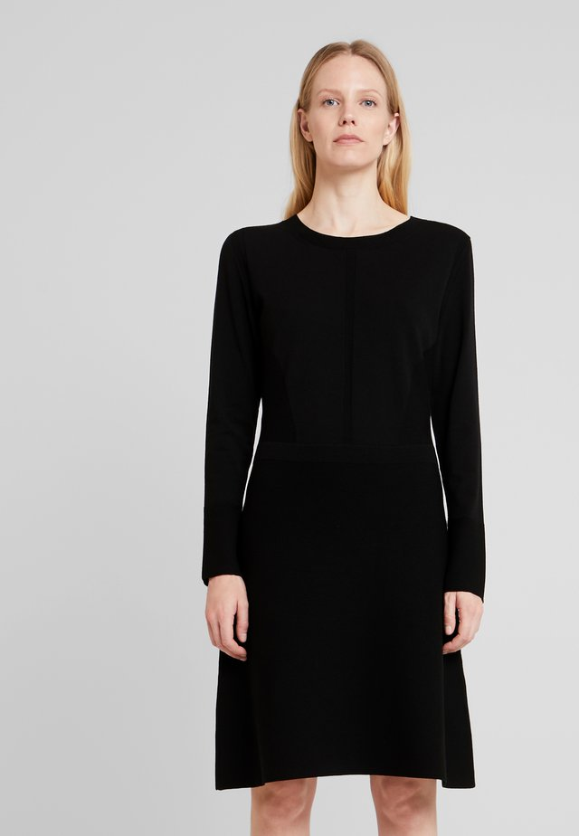 DRESS HIGHLIGHT - Strikkjoler - pure black
