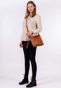 Emily & Noah - ELIANA - Handbag - cognac - 0