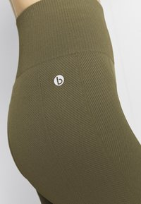Cotton On Body - LIFESTYLE SEAMLESS 7/8 - Leggings - deep moss chevron - 4