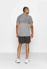 Under Armour - LAUNCH SHORT - Pantaloncini sportivi - grey - 2