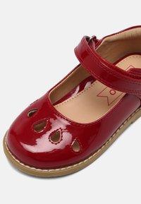 Friboo - Ballerinaskor med remmar - red - 4