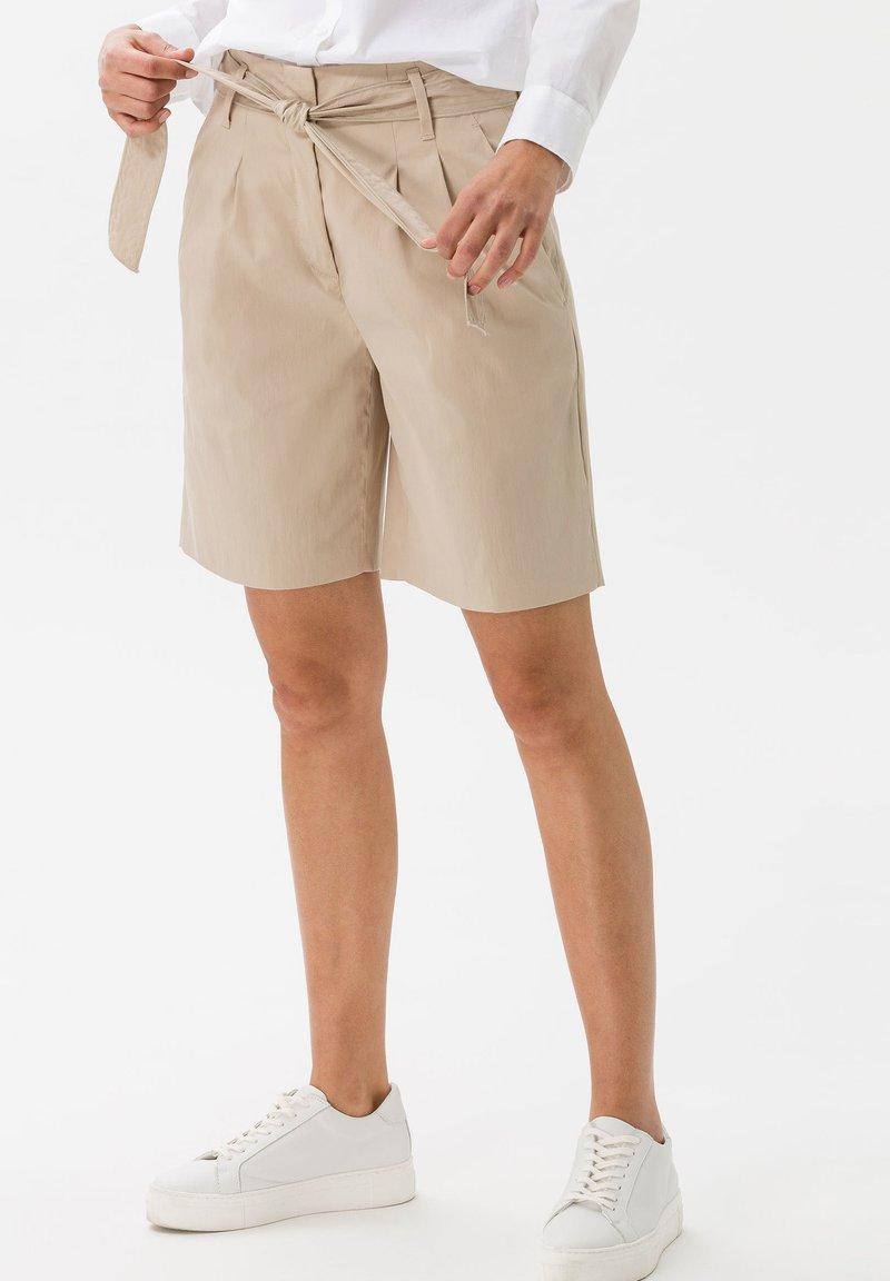 BRAX - STYLE MILLA B - Shorts - warm sand