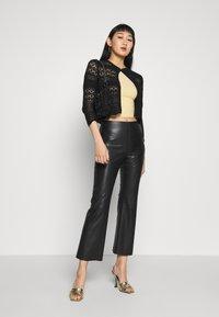 Soaked in Luxury - KAYLEE KICKFLARE PANTS - Broek - black - 1