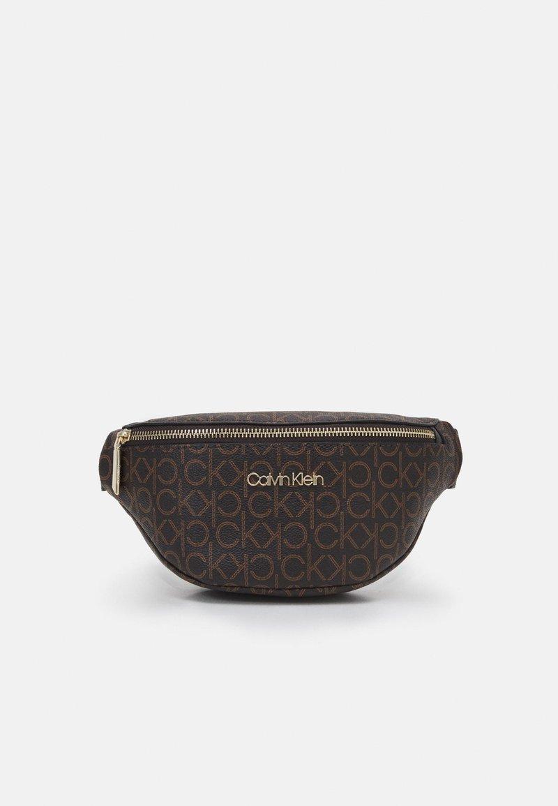 Calvin Klein - WAISTBAG MONOGRAM - Heuptas - brown