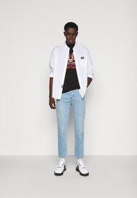 Versace Jeans Couture - MARK - Camiseta estampada - black - 1