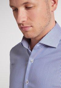Eterna - SLIM FIT - Formal shirt - blau/weiß - 2