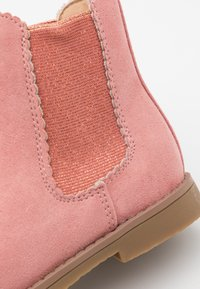 Cotton On - SCALLOP GUSSET BOOT - Classic ankle boots - dusty rose - 5
