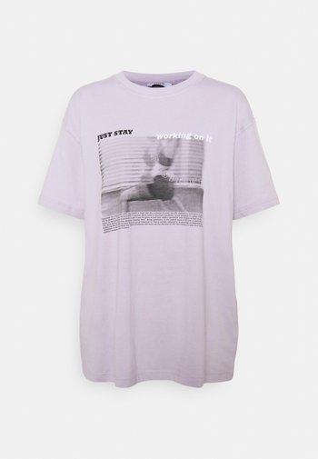 ENKULLA TEE - T-shirts print - just stay