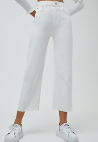 PULL&BEAR - CULOTTE - Flared Jeans - white - 0