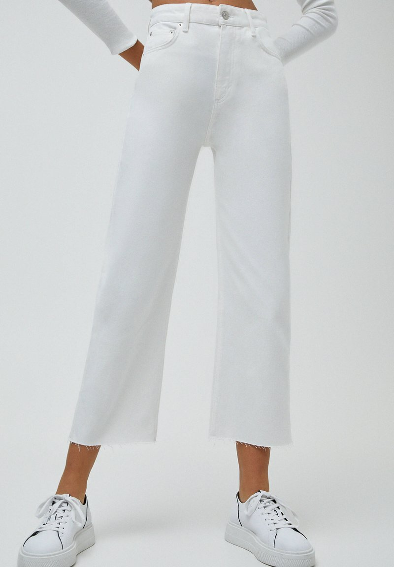 PULL&BEAR - CULOTTE - Flared Jeans - white