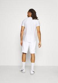 Lacoste Sport - TENNIS TOUR - Sports shorts - white/malachite/yellow - 2