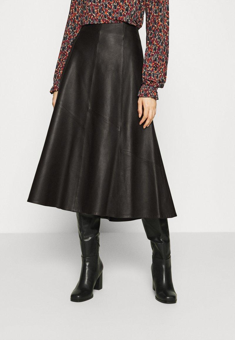 IVY & OAK - SKIRT MIDI - Leather skirt - black