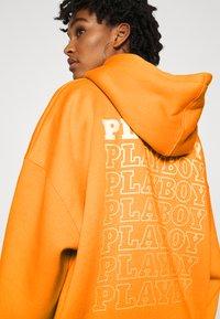 Missguided - PLAYBOY REPEAT LOGO HOODY DRESS - Vestido informal - orange - 5