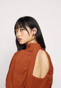 Glamorous Petite - Denní šaty - rust - 4