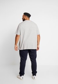 Tommy Hilfiger - BASIC BRANDED - Pantalon de survêtement - blue - 2
