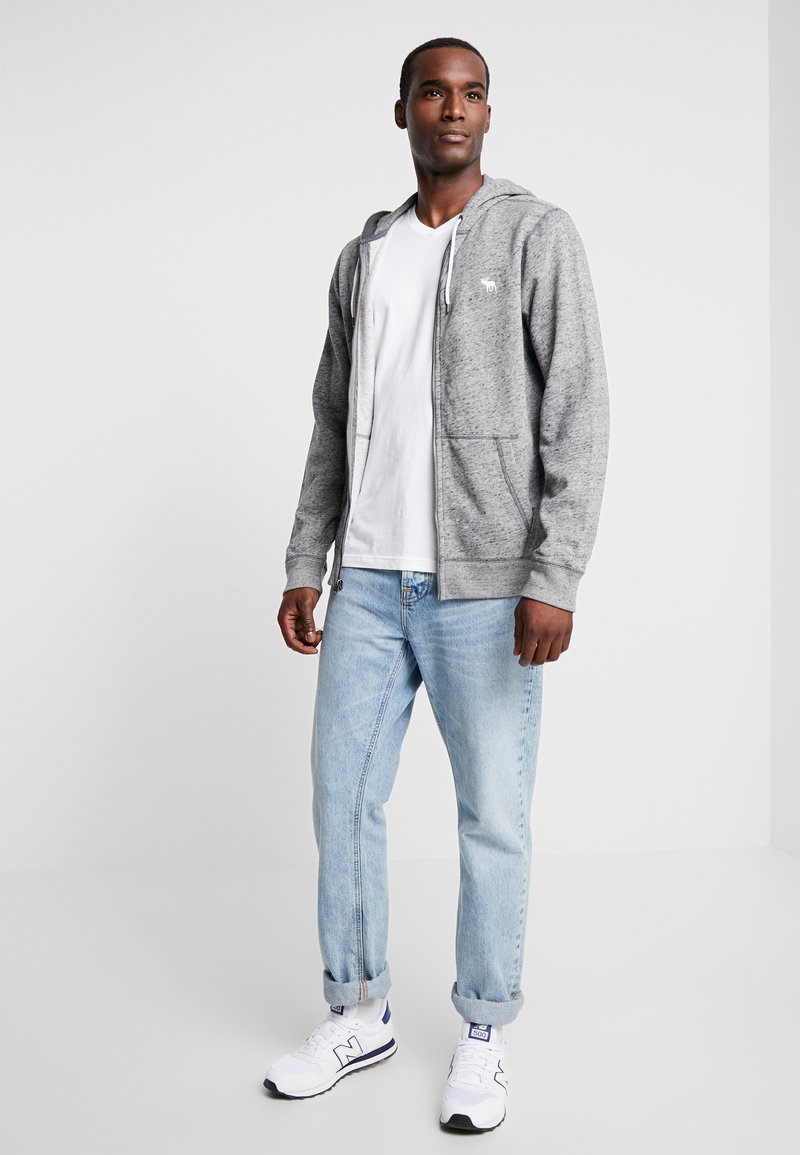 Abercrombie & Fitch - FALL FRINGE VEE 3 PACK - Basic T-shirt - grey/burgundy/white