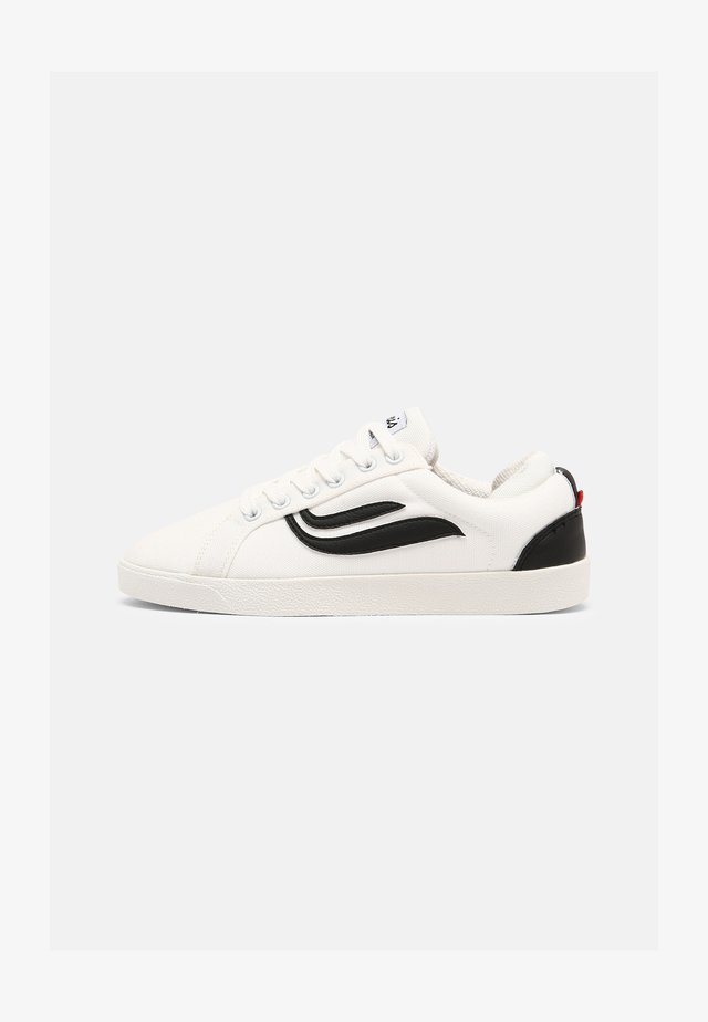G-HELÁ UNISEX - Trainers - white/black
