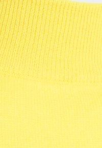 pure cashmere - MOCKNECK PUFF SLEEVE - Strikkegenser - yellow - 2