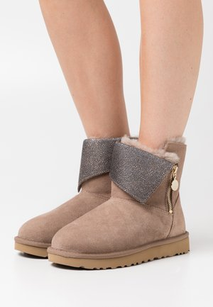 CLASSIC CAVIAR MINI - Classic ankle boots - caribou