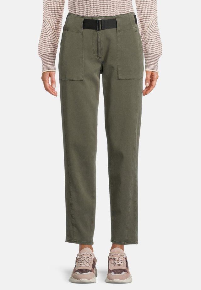 MIT GÜRTEL - Pantalon classique - dunkelgrün