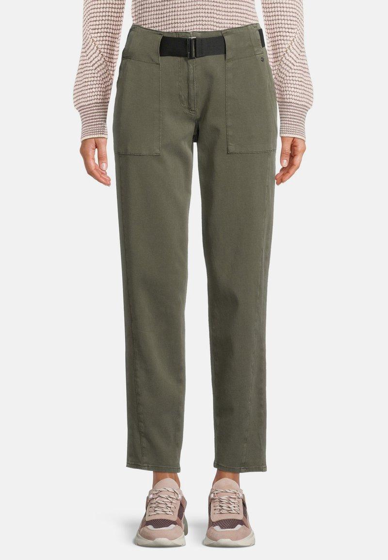 Betty & Co - MIT GÜRTEL - Pantalon classique - dunkelgrün