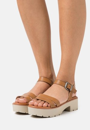 CURIE - Sandály na platformě - brown