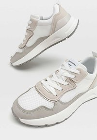 Stradivarius - Sneakersy niskie - white - 4