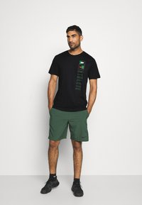 Nike Performance - TEE TEAM - T-shirt print - black - 1