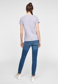 QS by s.Oliver - MIT FRONTPRINT - Print T-shirt - lilac - 2