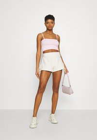 KENDALL + KYLIE - RIBBON - Shorts - off white - 1