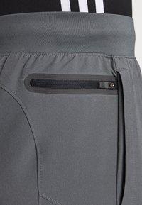 Under Armour - PROJECT ROCK UTILITY PANT - Teplákové kalhoty - pitch gray - 5