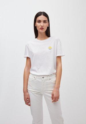 T-SHIRT AUS BIO-BAUMWOLLE NAALIN LITTLE SUNRISE - Print T-shirt - white