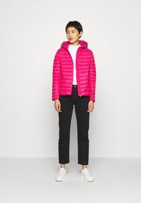 Tommy Hilfiger - ESSENTIAL - Doudoune - ruby jewel - 1