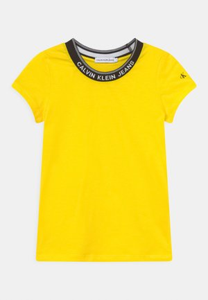 INTARSIA NECK LOGO  - Print T-shirt - bright sunshine