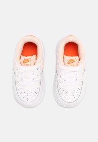 Nike Sportswear - FORCE 1  - Baskets basses - white/crimson tint/hyper crimson - 3