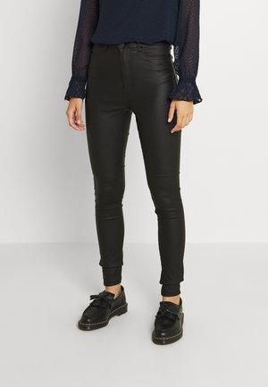 VMJULIA FLEX IT SUPER HIGH RISE - Jeans Skinny Fit - black