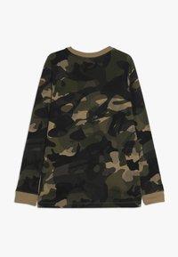 Nike Sportswear - CAMO - Langærmede T-shirts - beechtree/medium olive - 1