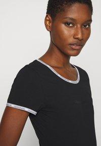 Calvin Klein Jeans - LOGO TRIM BODY - Print T-shirt - black - 3