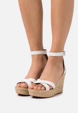 EZRAH - Sandály na platformě - jasmine
