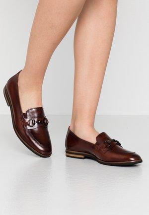 Nazouvací boty - sattel