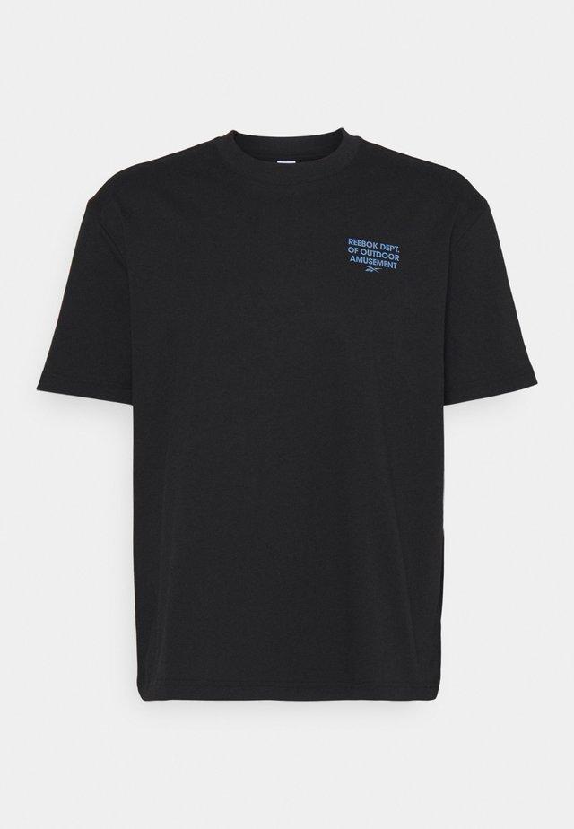 CAMPING GRAPHIC TEE - Print T-shirt - black