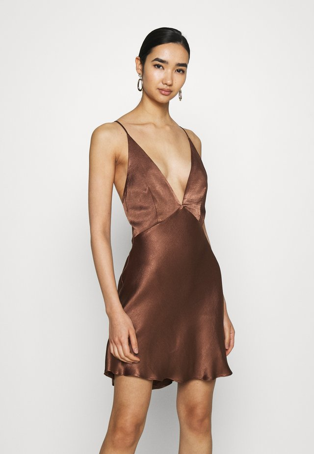 VALENTINA MINI DRESS - Cocktailkjoler / festkjoler - chocolate
