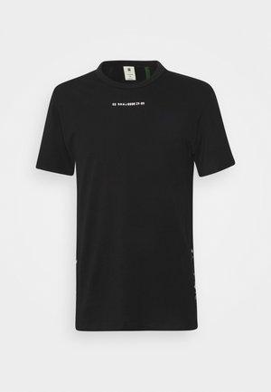 SPORT A TAPE  - Print T-shirt - black
