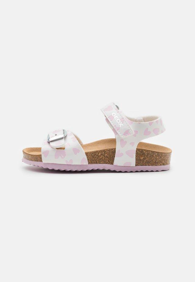 CHALKI GIRL - Sandalen - white/pink