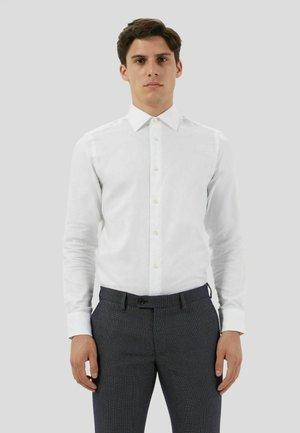 SLIM DOBBY - Camicia elegante - bianco