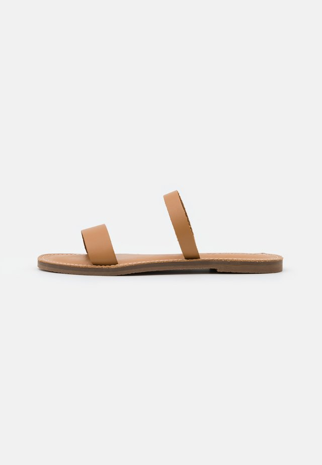 BOARDWALK 2 STRAP RANDA SLIDE  - Matalakantaiset pistokkaat - desert camel