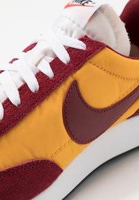 Nike Sportswear - AIR TAILWIND 79 - Trainers - university gold/team red/white/black/team orange - 8