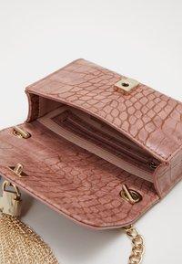 Valentino Bags - AUDREY - Across body bag - rosa - 2