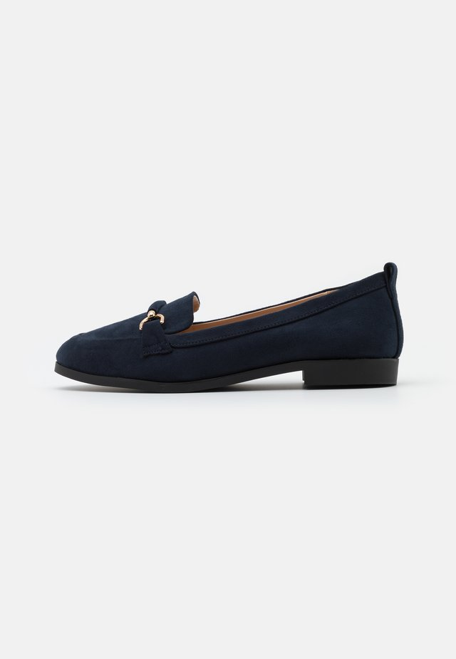 WIDE FIT LOON SNAFFLE LOAFER - Slippers - navy